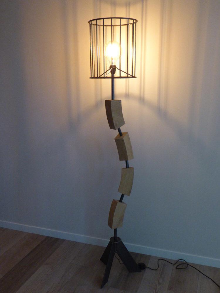 Lampe en bois et fer réalisée par Anthony Hautbois de Bois et Fer Création