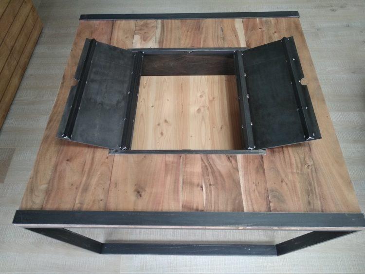 Table basse en bois teck et métal recyclé par Anthony Hautbois pour Bois et Fer Création à Auray dans le Morbihan. Ebénisterie, menuiserie.